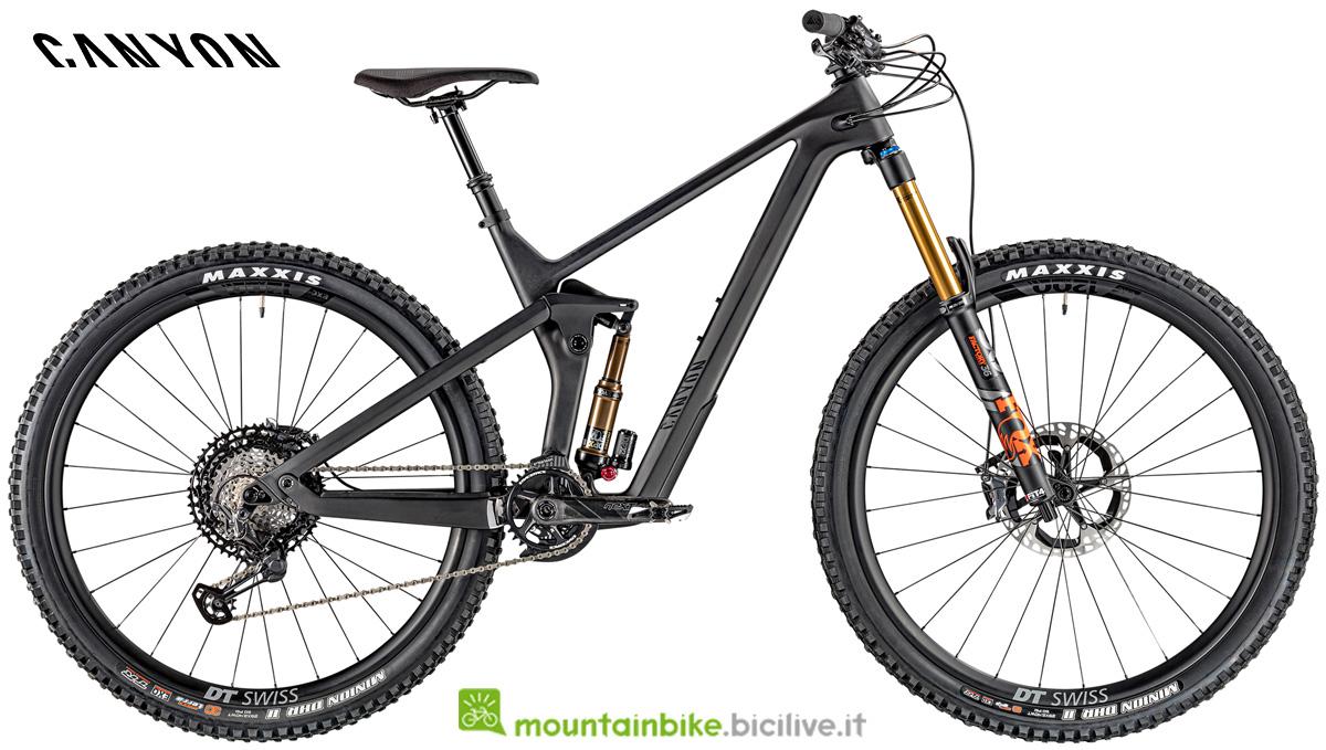 Una mountain bike full Canyon Strive CFR 9.0 gamma 2020
