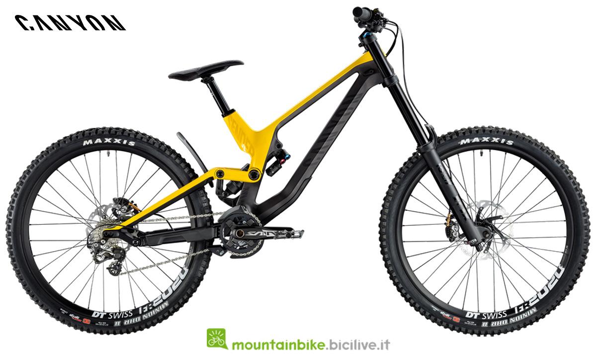 Una mountain bike Canyon Sender CF 8 gialla di profilo