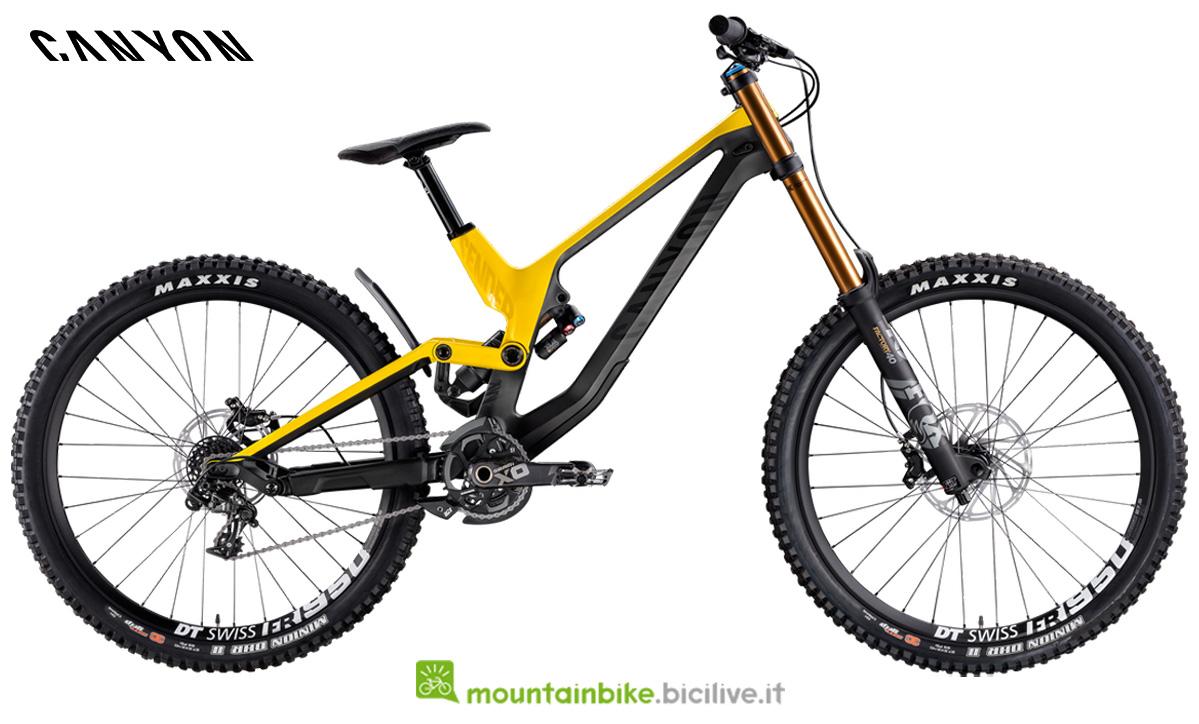 Una mountain bike canyon Sender CF 9.0 di profilo