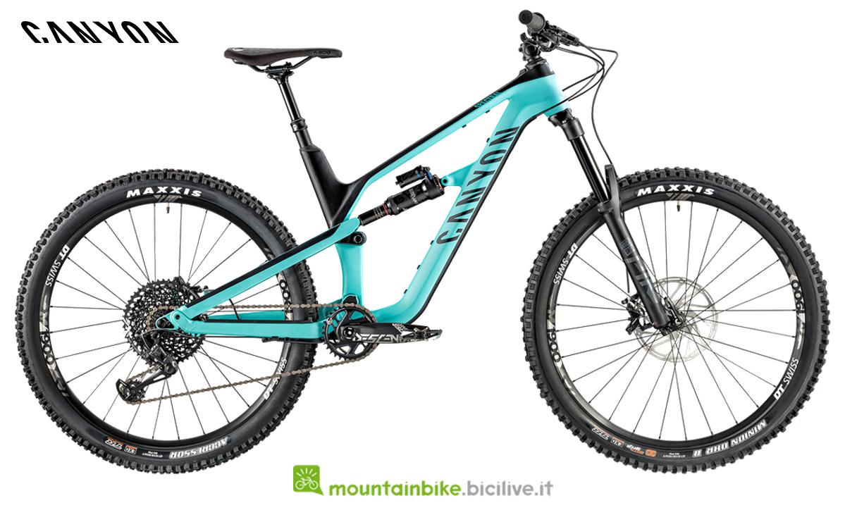 Una bici Canyon Spectral CF 7.0  di profilo