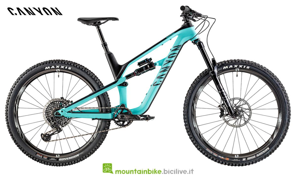Una bicicletta Spectral CF 9.0 di profilo