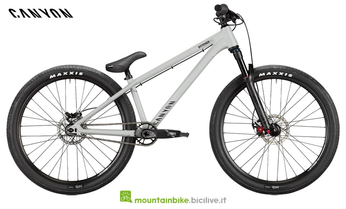 Una bicicletta Stitched 360 pro di lato