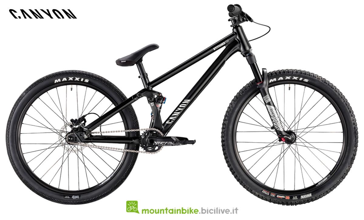 Una bici Stitched 720 Pro di profilo