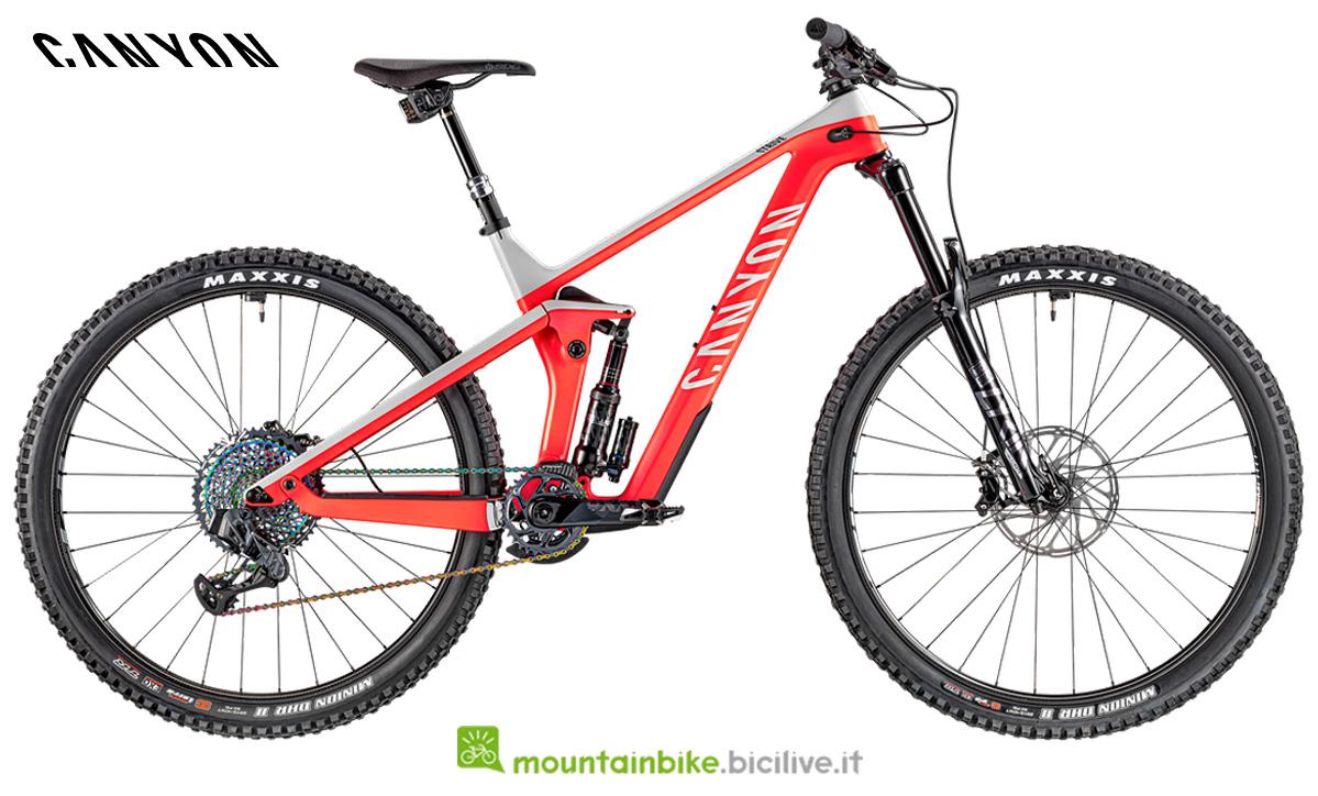 una bicicletta Strive CFR  9.0 LTD  vista di profilo