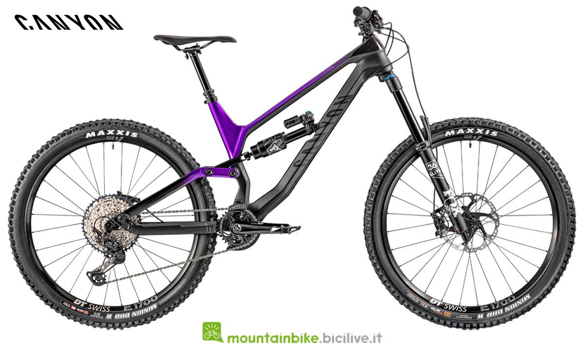 Una bicicletta full suspended Canyon Torque CF 8.0 di profilo