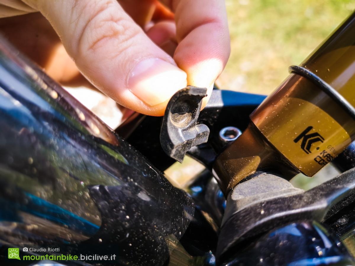 Foto di una protezione in gomma sulla Cannodale Scalpel.