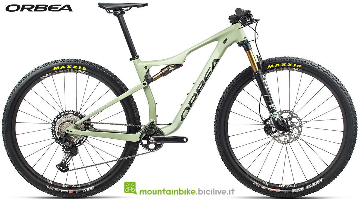 La nuova mountain bike biammortizzata Orbea Oiz M10 2021