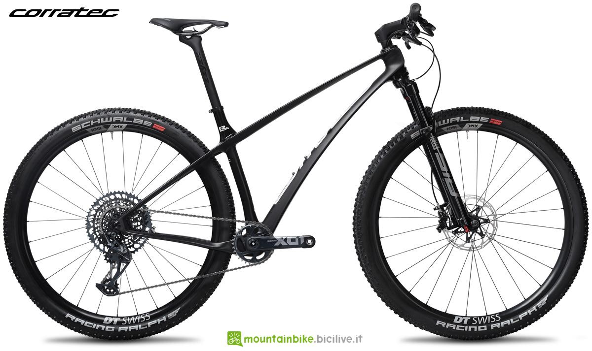 Una mountain bike hardtail Corratec Revo BOW SL Pro Team 2021