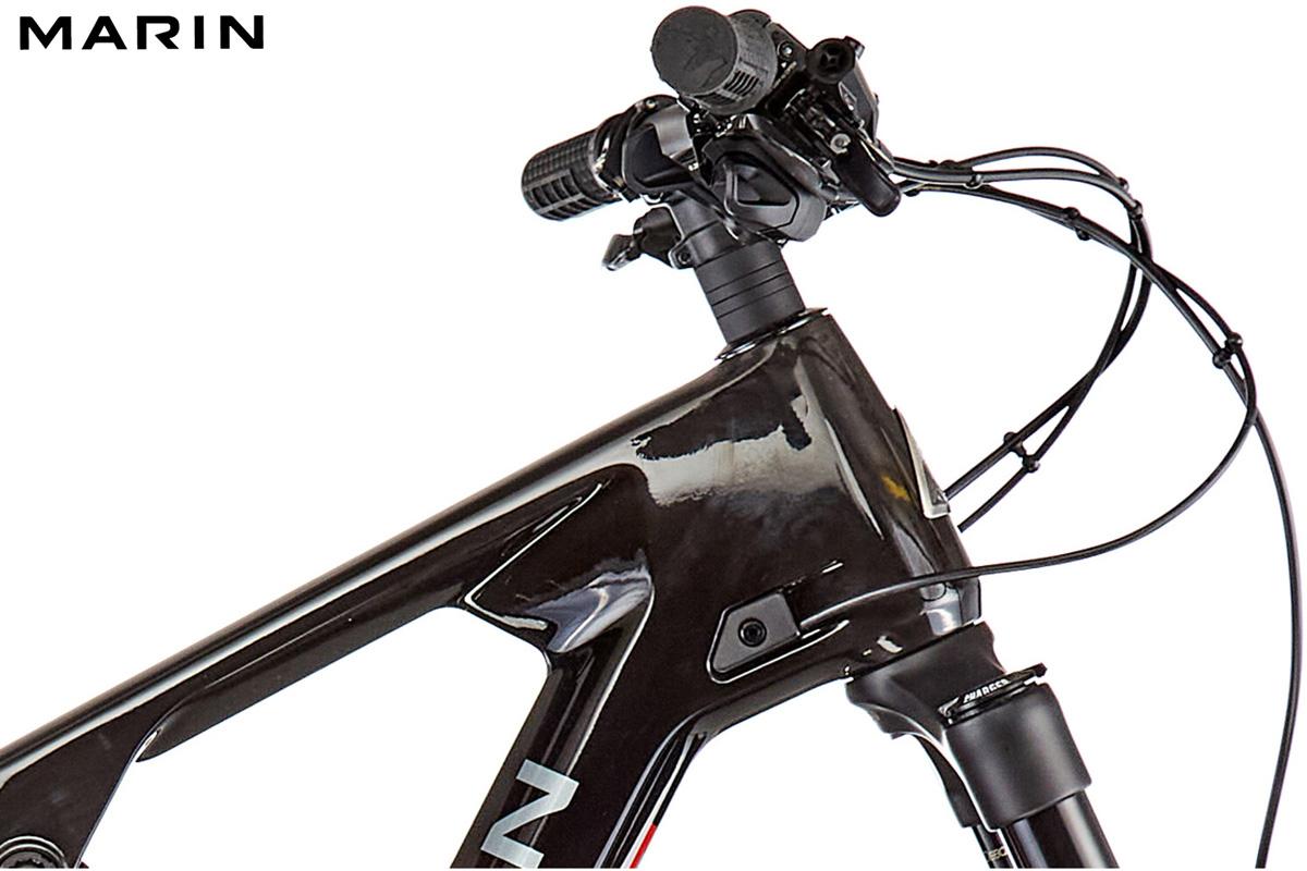 Dettaglio del cockpit e del manubrio della bici Marin Mount Vision 8 S 2021
