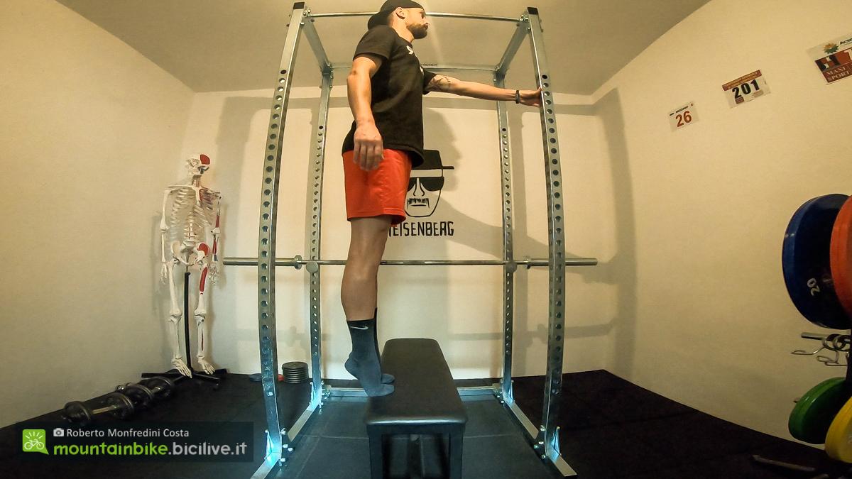 Foto di un esercizio per le caviglie a corpo libero