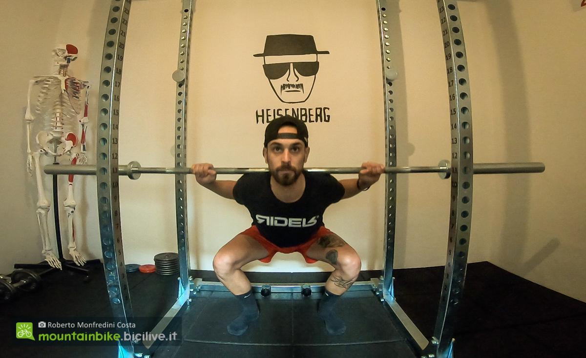 Foto di uno squat pulse frontale