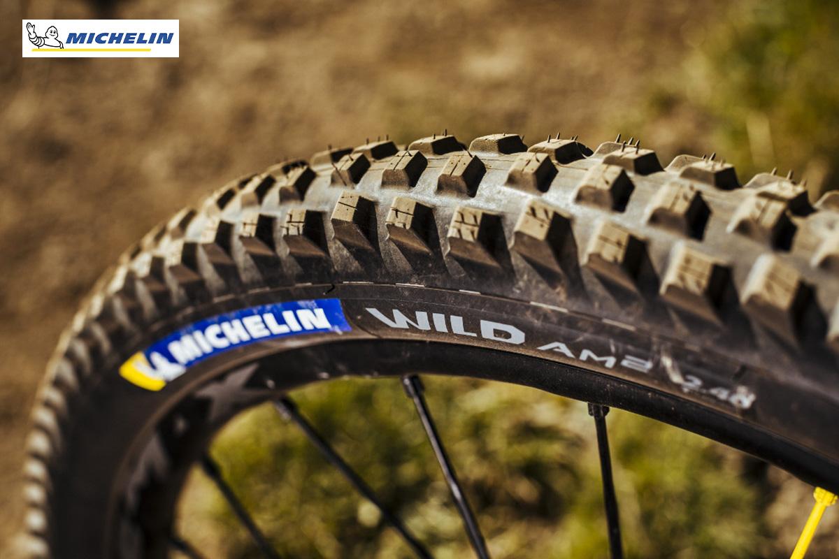 Uno scatto di un copertone per mtb Michelin Wild AM2 Competition Line