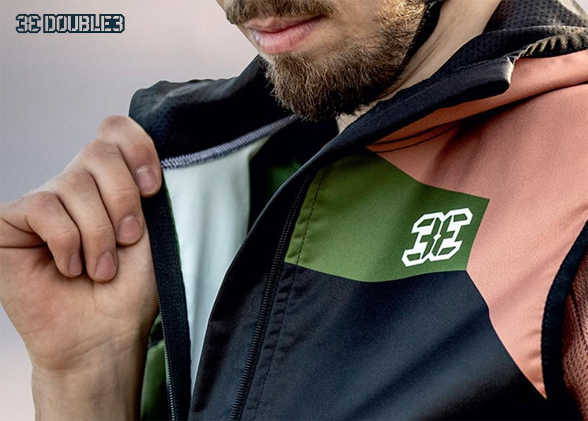 Dettaglio di una giacca antivento della collezione di abbigliamento tecnico per mountainbike di Double3