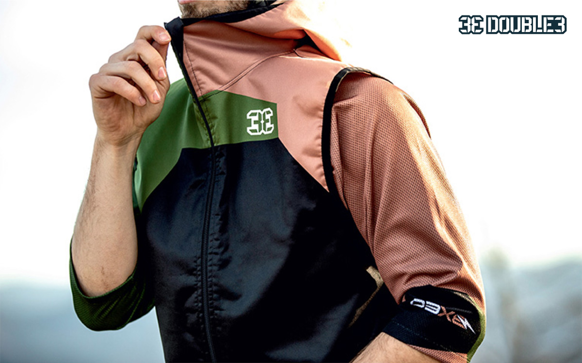 Una delle giacche della collezione di abbigliamento tecnico mtb Double3