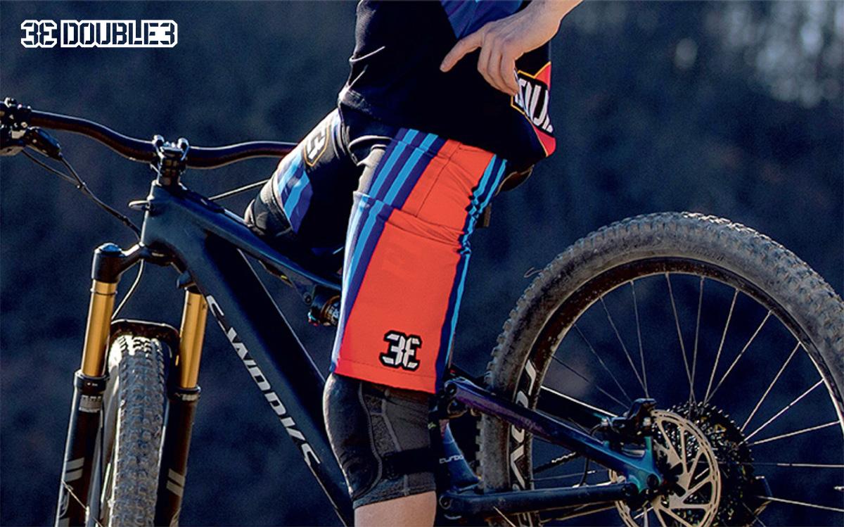 Uno scatto dei pantaloncini tecnici per rider mountainbike di Double3