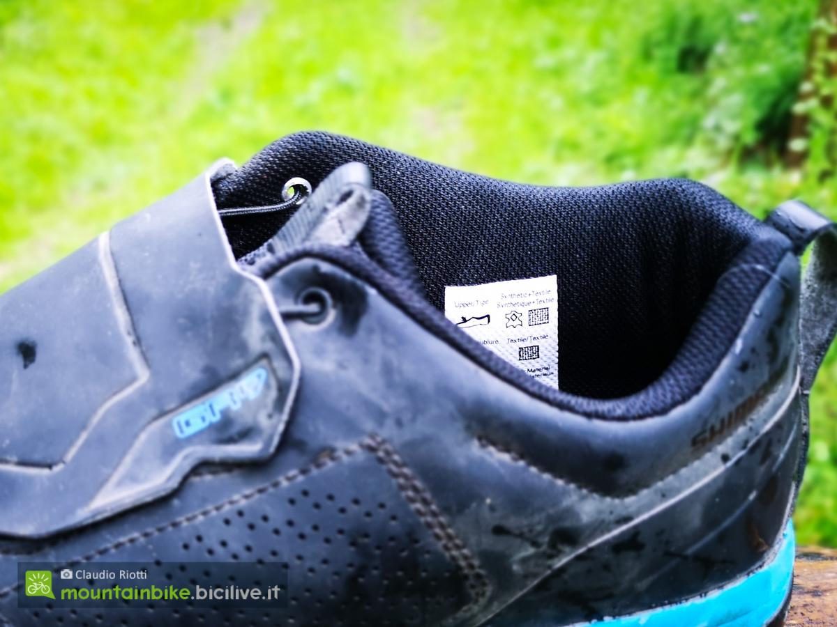 Foto della parte posteriore della scarpa Shimano GR9