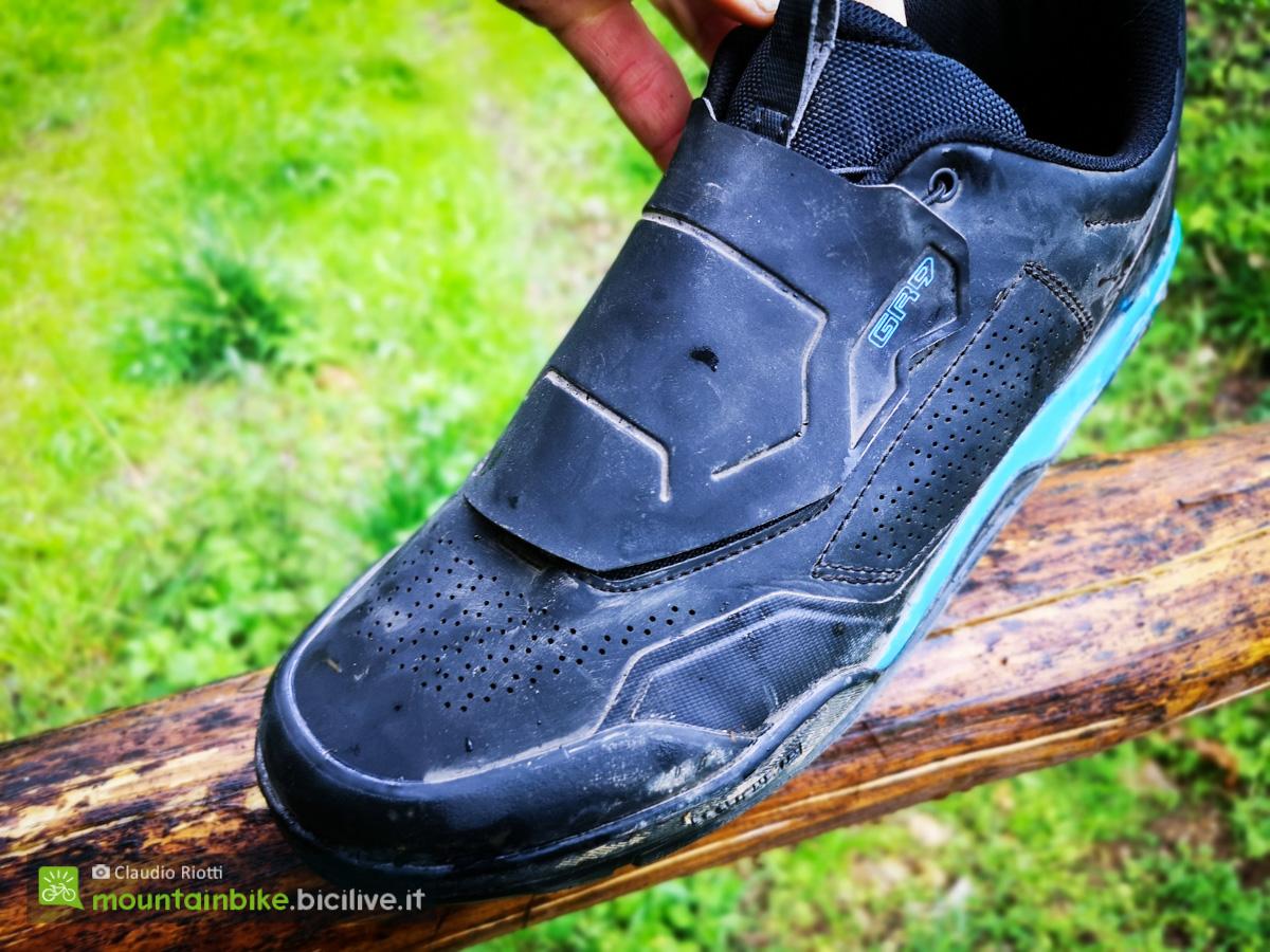 Foto della punta della scarpa MTB Shimano GR9