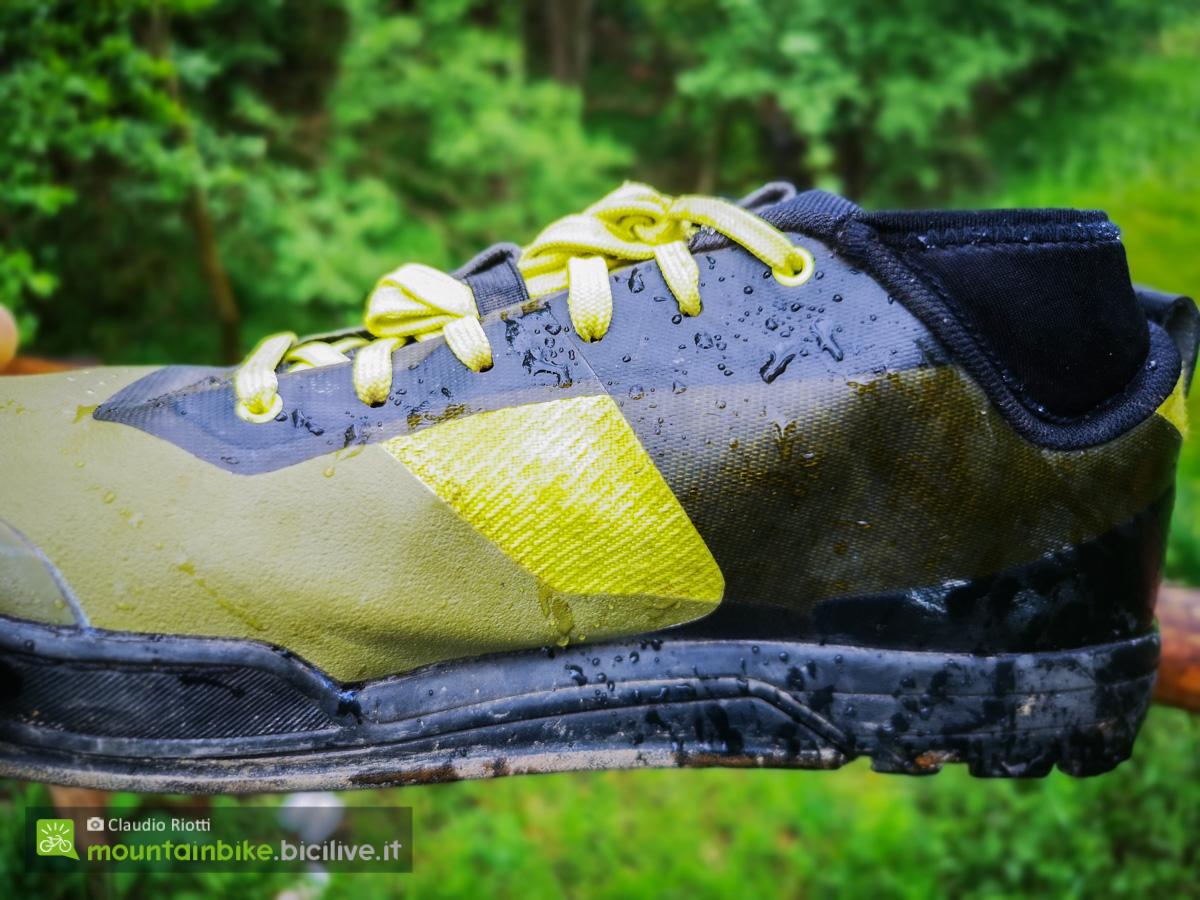 Foto della tomaia della scarpa MTB Shimano GR7