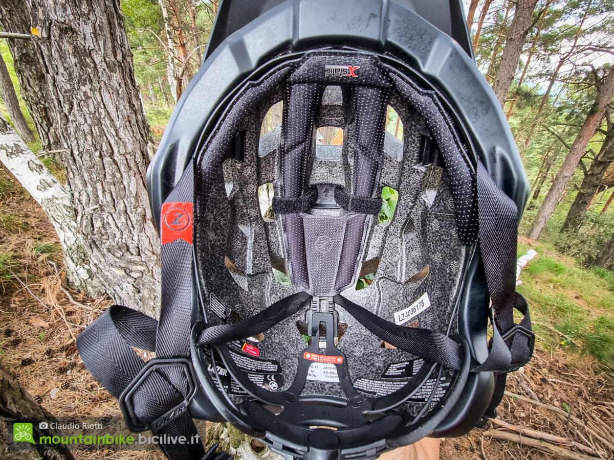 Foto dell'interno del casco Lazer jackal