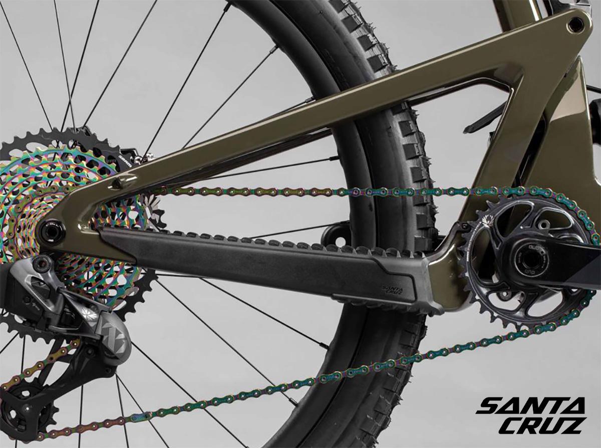 Dettaglio della trasmissione montata sulla nuova mountainbike biammortizzata Santa Cruz Bronson 2022