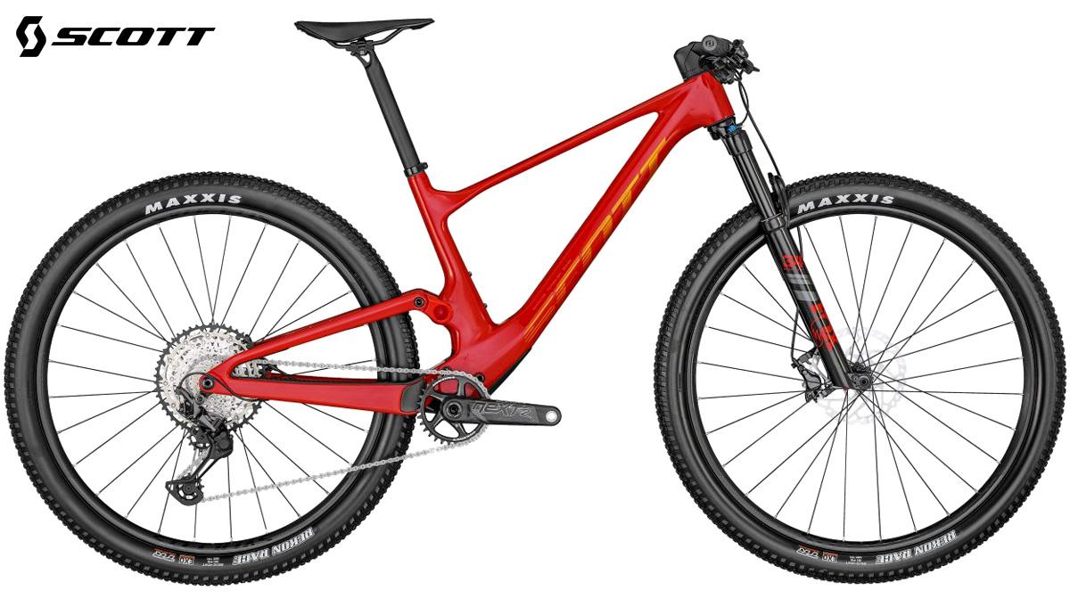 Una bicicletta biammortizzata Scott Spark RC Team 2022 rossa