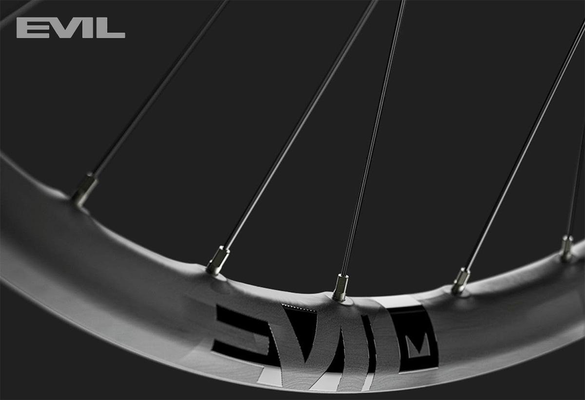 Dettaglio della nuova ruota per mtb Evil Carbon Loopholes 29 2022