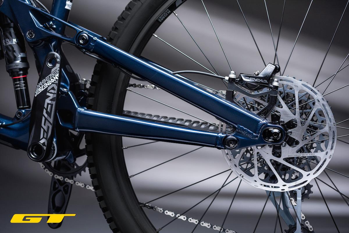 Dettaglio del freno e il flip chip presenti sulla nuova mountainbike GT Force 2022