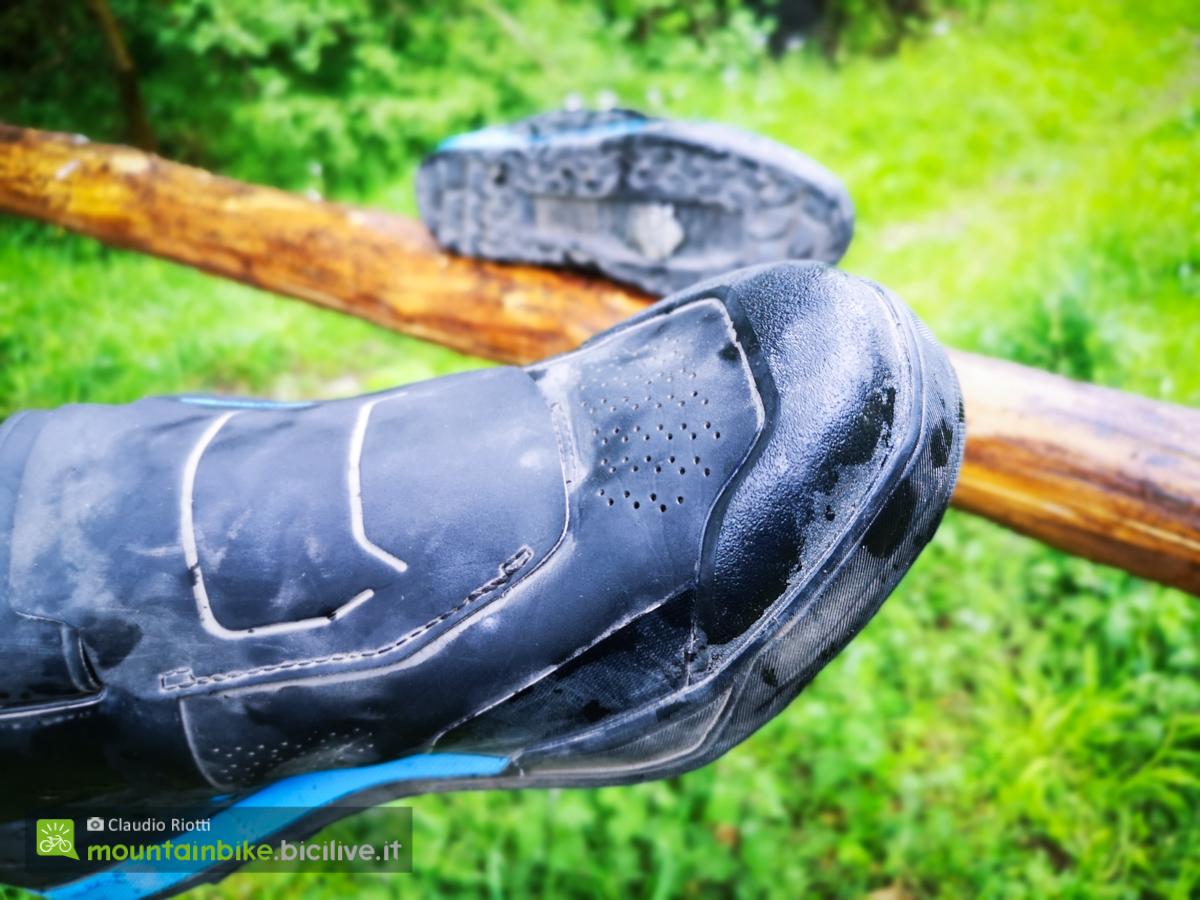 Foto della punta della scarpa Shimano AM902