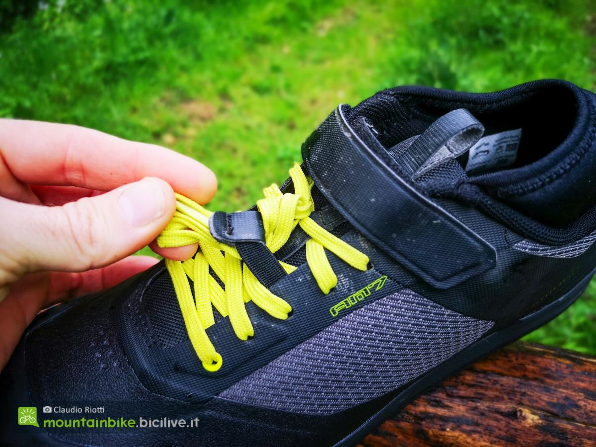 Foto delle stringhe delle scarpe mtb SHimano Am7