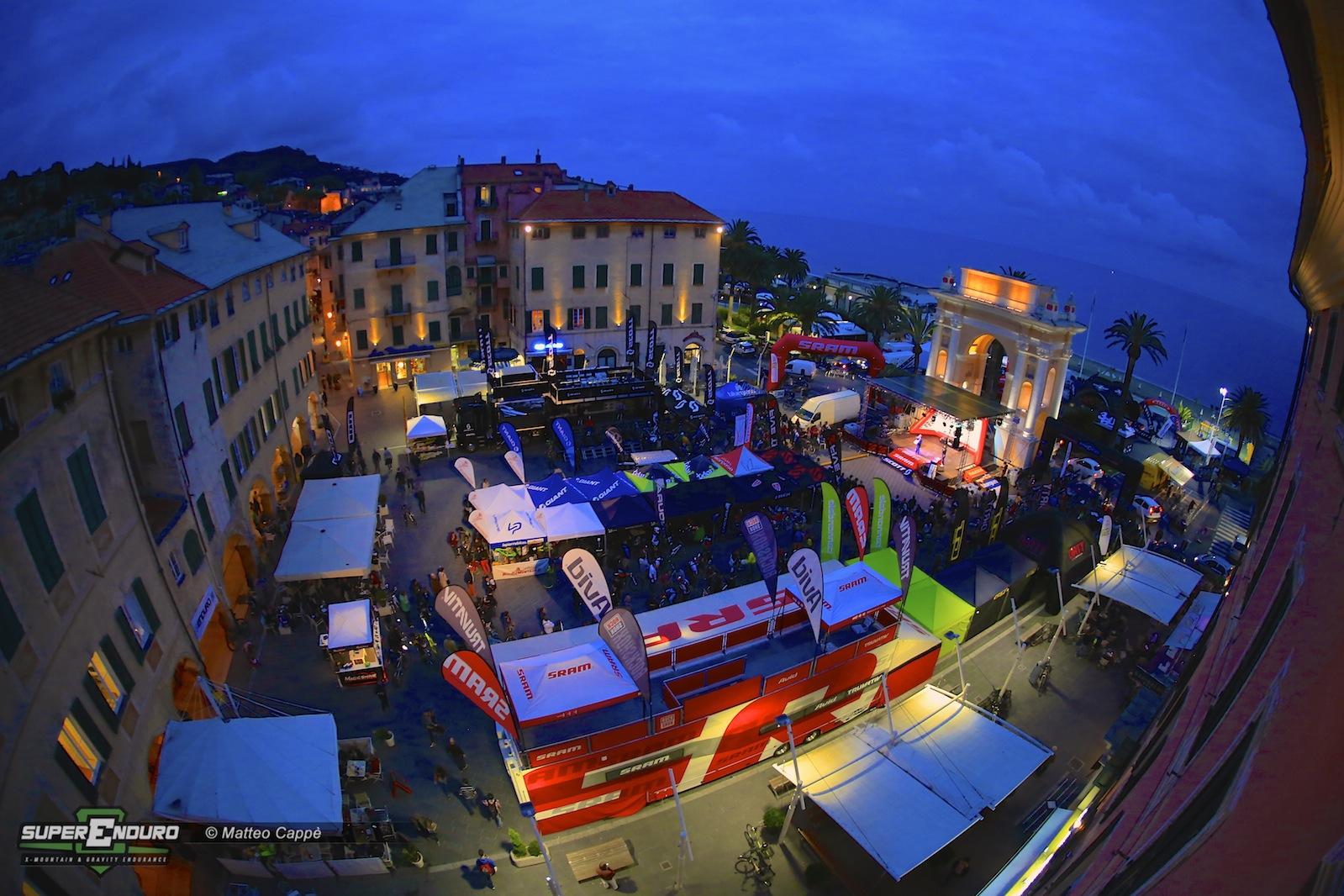 La piazza Vittorio Emanuele II si colora e si anima con i truck e gli stand di alcune delle aziende più note al mondo